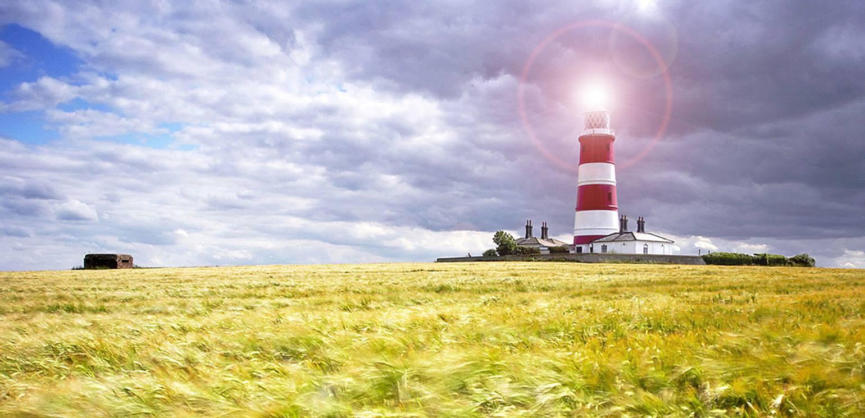 website_slider_homepage_man_lighthouse